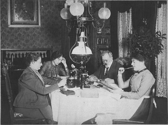 Abb. 1. Das Familienbild, um 1893 Jüdisches Museum Berlin, Inv. Nr. 2006/217/193, Schenkung von Dr. phil. Fortunatus Schnyder-Rubensohn; s.a. Anm. 1, S. 116 Abb. 42.